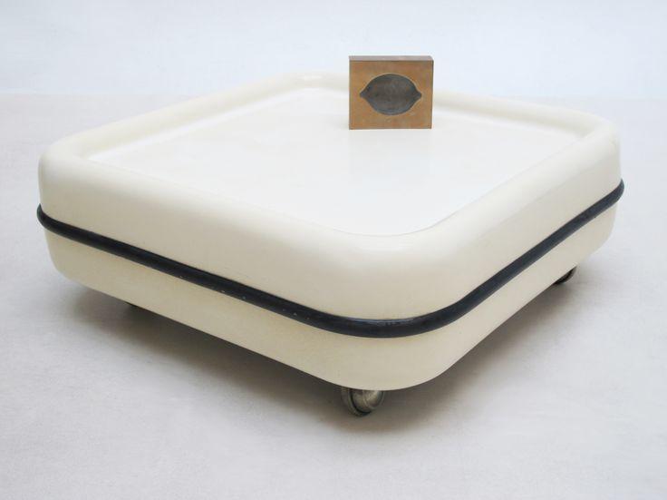table basse roulante. Black Bedroom Furniture Sets. Home Design Ideas